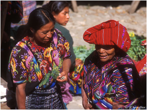 Femmes en costume traditionnel - Guatemala