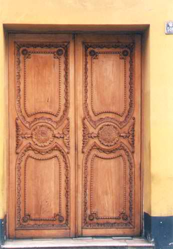 Porte d'entrée de maison coloniale